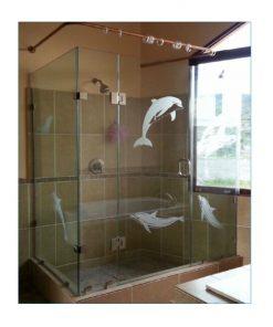 Puerta abatible con arenado para baño