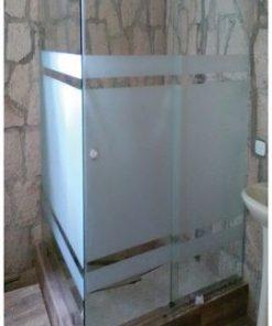 Puertas para baño corredizas con accesorios cromados y satinados
