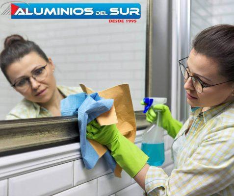 Esta-es-la-MEJOR-manera-de-limpiar-un-espejo-Protector-de-espejo-en-baño